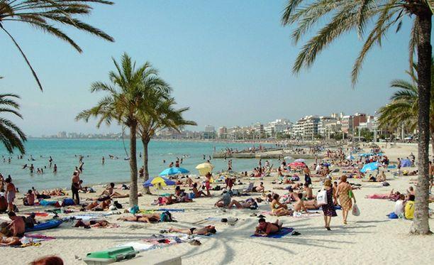 Äiti jätti lapsen yksin hotellihuoneeseen ja lähti Espanjan yöhön Mallorcalla.
