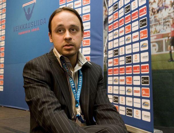 Jalkapalloselostaja Tuomas Virkkunen siirtyy Viasatilta MTV:lle.