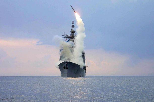 Yhdysvalloilla on Välimerellä laivasto, joka kykenee ampumaan Tomahawk-risteilyohjuksia Syyriaan. Yhdysvallat on tulittanut mereltä terroristijärjestö Isisiä ja kerran myös Syyrian hallinnon hallussa olevaa lentotukikohtaa. Arkistokuva.