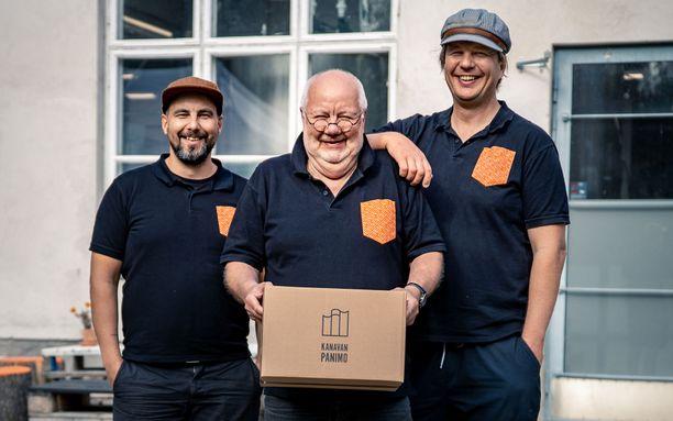 Yrittäjäveljekset Jukka (vas.) ja Jan Karlstedt sekä heidän isänsä Kyösti Karlstedt tekevät paljon yhteistyötä muiden pienpanimotoimijoiden kanssa.