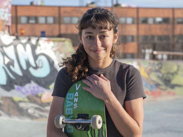 Lizzie Armanto vieraili huhtikuun alussa Suomessa ja kävi skeittaamassa Helsingin Suvilahdessa.