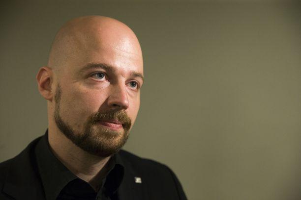 """Kansanedustaja Mikko Kärnä ei koe, että hänen viestinsä olisivat """"menneet yli""""."""