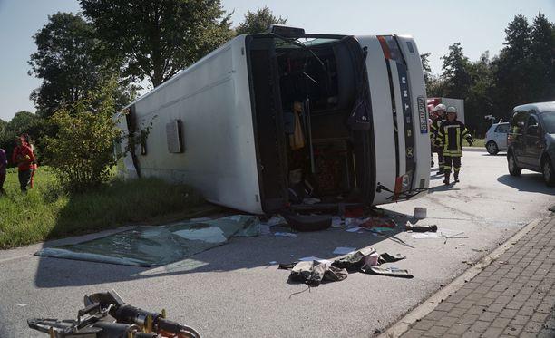 Linja-auto kaatui kyljelleen Saksan Bohmtessa.