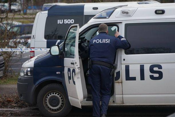 Poliisi joutuu pahimmillaan rauhoittamaan vastaanottokeskusten häiriöitä yhdellä partiolla ilman kunnollista taustatukea. Arkistokuva.