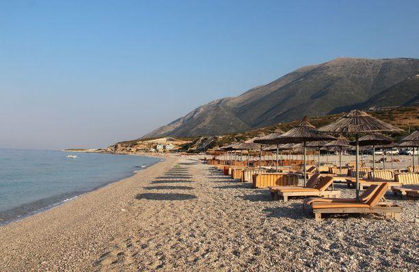 Albanian rannoilla lomailee huomattavasti halvemmalla kuin läheisen Kreikan puolella.