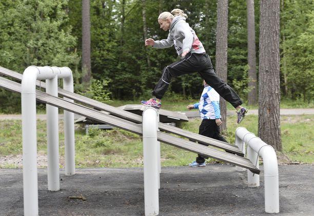 Hanna-Maria Seppälä piti esteitä pilkkanaan.