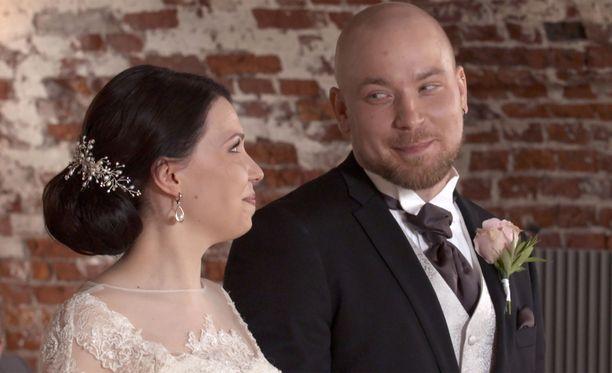 Aliisan ja Esan rakkaus on takkuillut, mutta pari on ainakin toistaiseksi yhdessä.