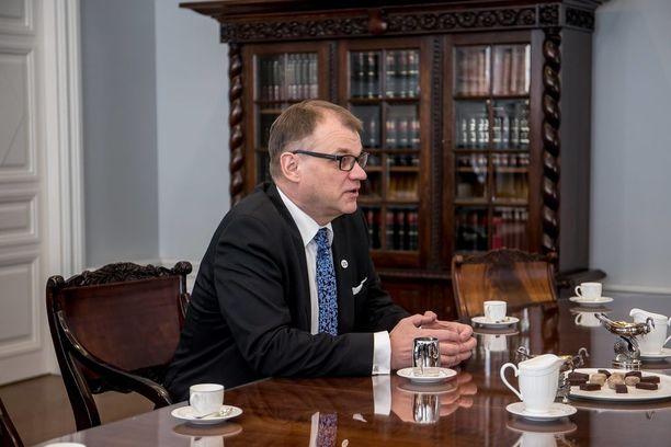 """Pääministeri Juha Sipilä oli jo marraskuussa 2015 valmis """"kävelemään presidentin luokse"""" eli hajottamaan hallituksen sote-riidan vuoksi. Sama vaihtoehto voi tulla eteen, jos kokoomus katsoo, etteivät sen sote-uudistukselle asettamat tavoitteet toteudu."""
