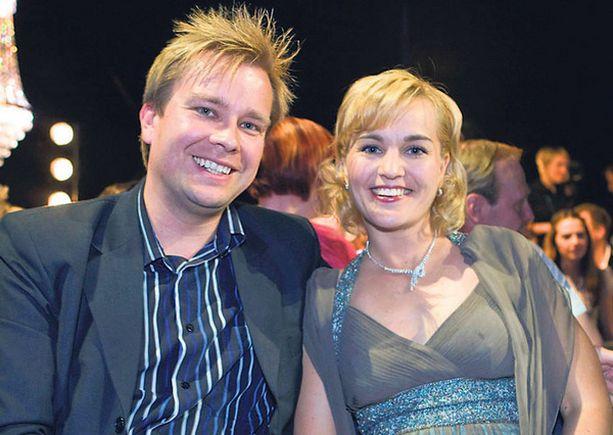 Antti Kaikkonen ja Satu Taiveaho jaksoivat hymyillä kameralle viime viikon kohusta huolimatta.