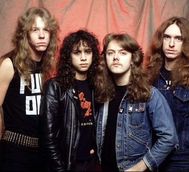Metallican promokuva vuodelta 1984. Burton kuvassa oikealla.