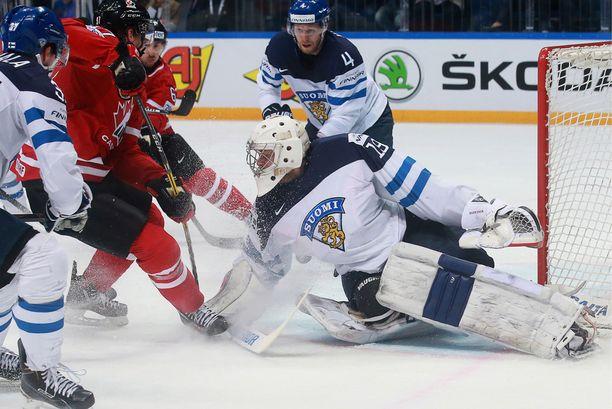 Maalivahti Mikko Koskinen on ollut Leijonien tuki ja turva.
