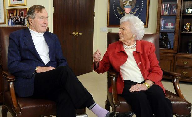 George Bush ja Barbara Bush ovat joutuneet sairaalaan.