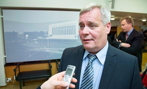 - Pääministeri Sipilän pitäisi ymmärtää, että asiallinen ja kovakin kritiikki on paikallaan silloin, kun tehdään hölmöyksiä, Antti Rinne sanoi.