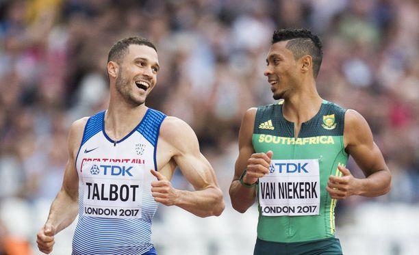 Wayde van Niekerk ja Daniel Talbot ylittivät maaliviivan naureskellen.