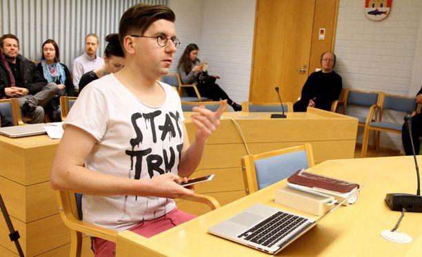 Sebastian Tynkkynen oli keskiviikkona vastaamassa syytteisiin Oulun käräjäoikeudessa.