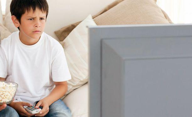 Tutkijat havaitsivat, että neljästä kuuteen tuntia ruudun ääressä vietetty aika vaikutti teinipojilla haitallisesti luun tiheyteen.