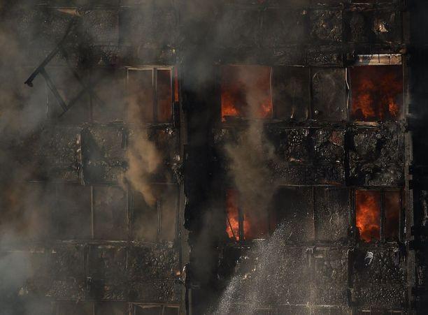 Tornitalon palo alkoi alemmista kerroksista.