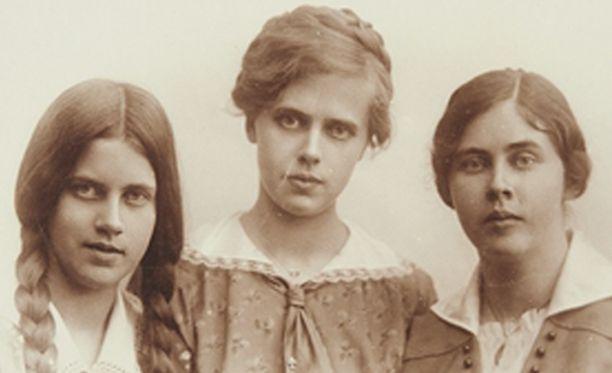 Kolme nuorta naista, 1917