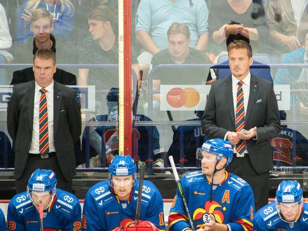 Raimo Helminen (vasemmalla) ja Lauri Marjamäki (oikealla) tekivät yhteistyötä Jokereissa kaudella 2018–2019, joka päättyi helsinkiläisseuran osalta KHL:n pudotuspelien ensimmäisellä kierroksella.