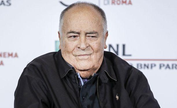 Ohjaaja Bernardo Bertolucci näyttäytyi Rooman elokuvajuhlilla lokakuussa.