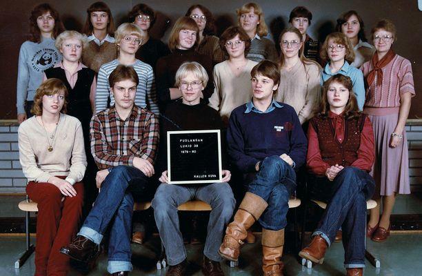Sipilä Puolangan lukion luokkakuvassa (alarivissä toinen oikealta).