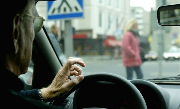 Iäkkäitä on ratin takana entistä enemmän.