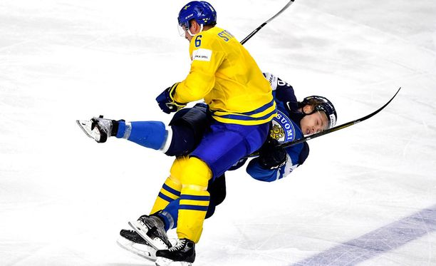 Anton Strålman tarjoili näyttävän taklauksen, jollaisia ei ihan joka pelissä näe.