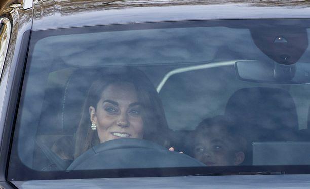 Herttuatar Catherine ajoi toista autoa...