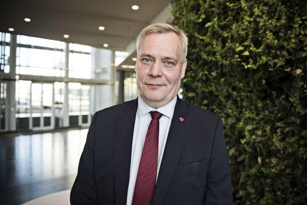 Perustuslakivaliokunnan puheenjohtaja Antti Rinne (sd).