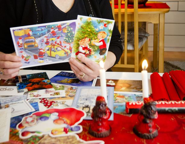 Korttien lähettäminen kuuluu monen suomalaisen jouluperinteisiin.