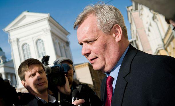Valtiovarainministeri Antti Rinne (sd) kommentoi virkamiestensä leikkausehdotuksia torstaina.
