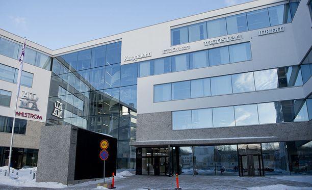 Vuonna 2013 valmistunut Alma-talo sijaitsee Helsingin Töölönlahdella. Alma Media on keskittänyt sinne kaikki pääkaupunkiseudun yksikkönsä.