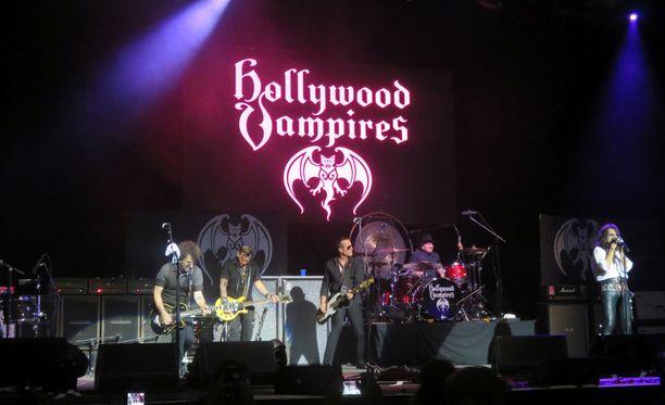 Joe Perry oli sunnuntaina keikalla Hollywood Vampires -yhtyeensä kanssa, kun hän sai sairauskohtauksen.
