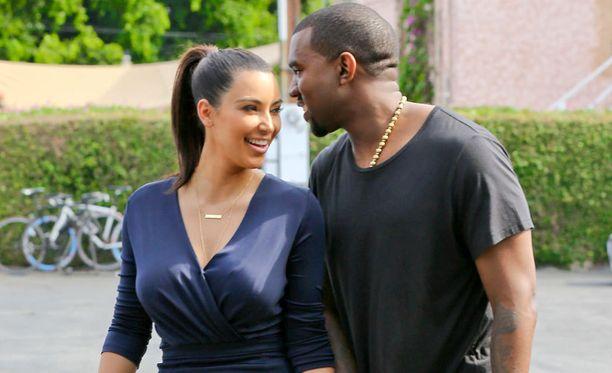 Kim Kardashian ja Kanye West ovat seurustelleet keväästä lähtien.