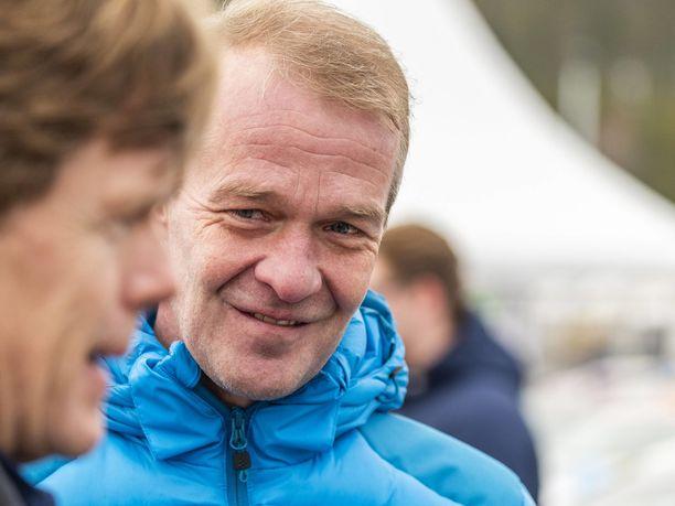 Harri Rovanperä pääsi onnittelemaan Kalle-poikaansa ensimmäisenä.