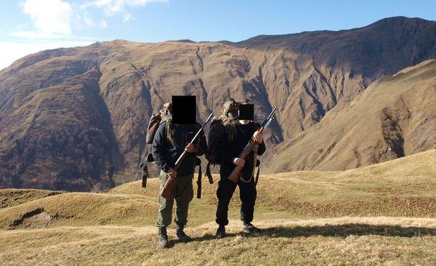 Syyriaan matkalla olleet miehet saivat esitutkinnan mukaan taistelukoulutusta Georgiassa. Ryhmän johtajana pidetyn miehen mukaan kyse oli vain metsästysmatkasta.