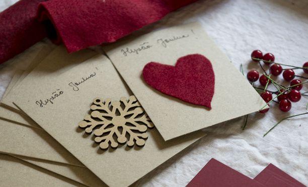 Joulukortteja ja lahjapaketteja ehtii lähettää kotimaahan postissa vielä tänään.