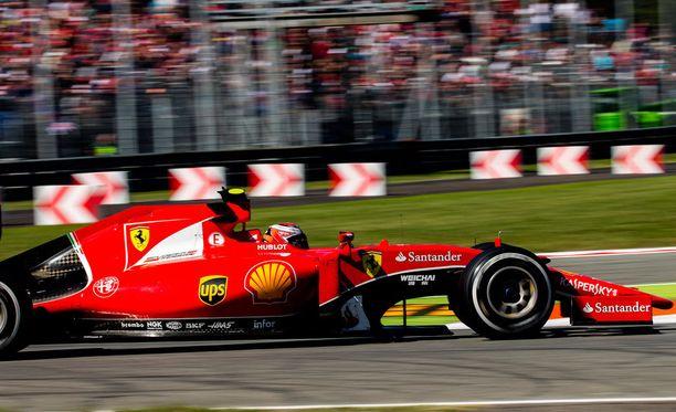 Kimi Räikkönen pilasi kisansa Italian GP:n lähdössä.