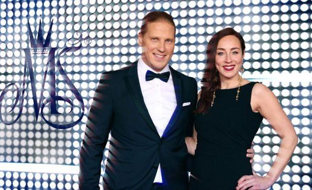 Sami Kuronen ja Anni Hautala juontavat suoran lähetyksen Nelosella.