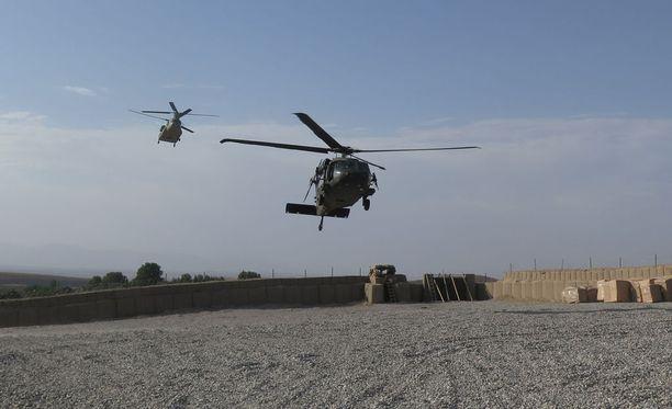 Sotilasliitto Naton helikopterit laskeutuivat Yhdysvaltain ja Afganistanin erikoisjoukkojen tukikohtaan Deh Balassa sen jälkeen, kun alue oli vapautettu Isisin kynsistä.