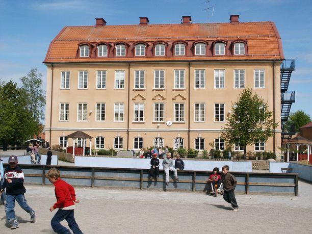 Ruotsissa on useita tapauksia, joissa koulutuksen järjestäjiä on suositettu maksamaan tuhansien eurojen korvauksia kiusatuille. Kuvituskuva.