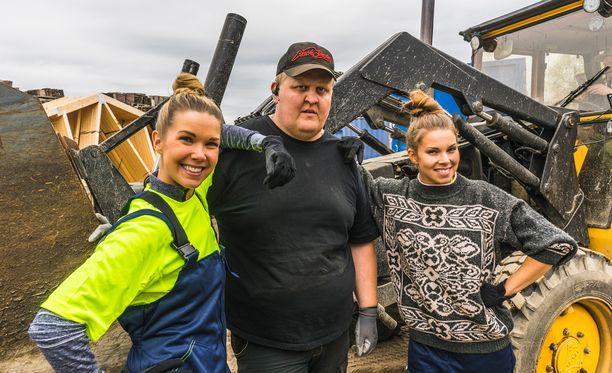 Maajussille morsian -ohjelman Mikko opastaa naisille maatilan töiden kiemurat.