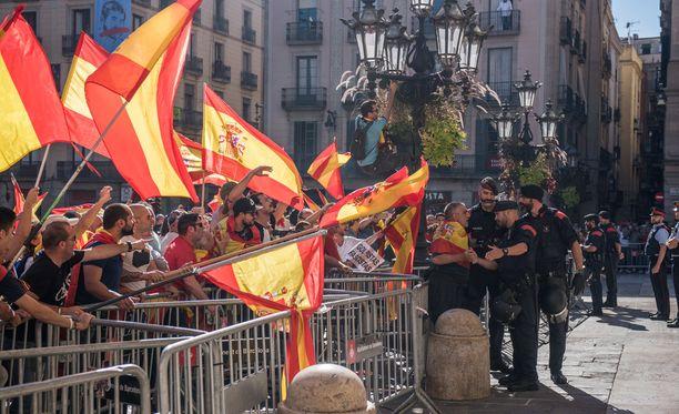Barcelonassa on osoitettu mieltä myös Katalonian itsenäistymistä vastaan.