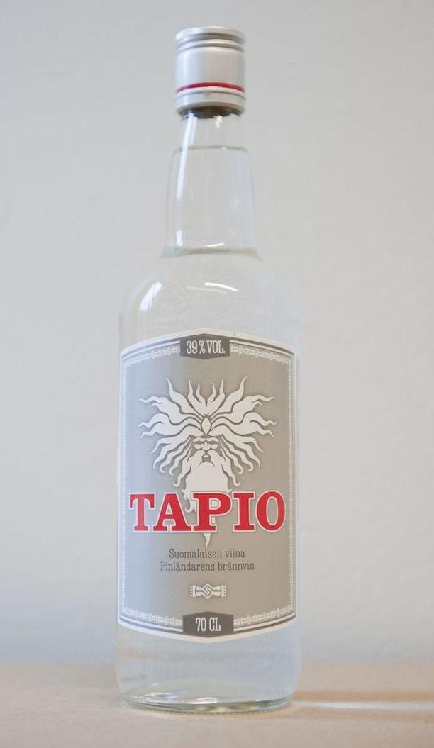 Yliluutnantin jäljiltä löytyi kaksi Tapio-viinapulloa.