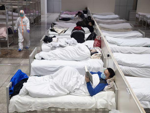 Kiinan Wuhanin miljoonakaupungissa on huutava pula sairaalasängyistä ja hoitotarvikkeista, kaupungin viranomaiset varoittavat.