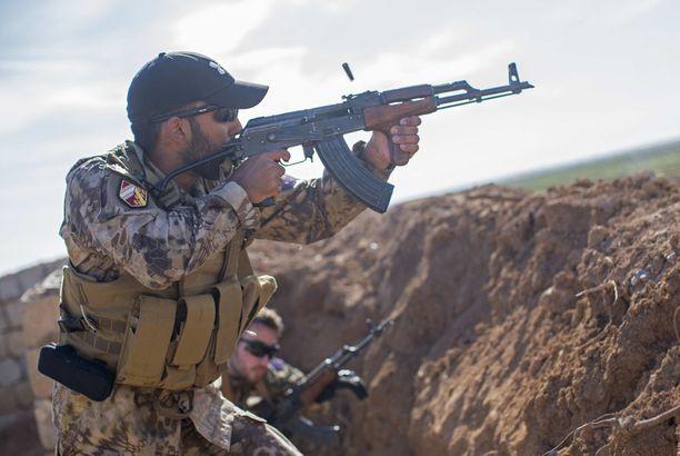 Ulkomaalaisia on lähtenyt taistelemaan Isisiä vastaan muun muassa kurdien riveihin.