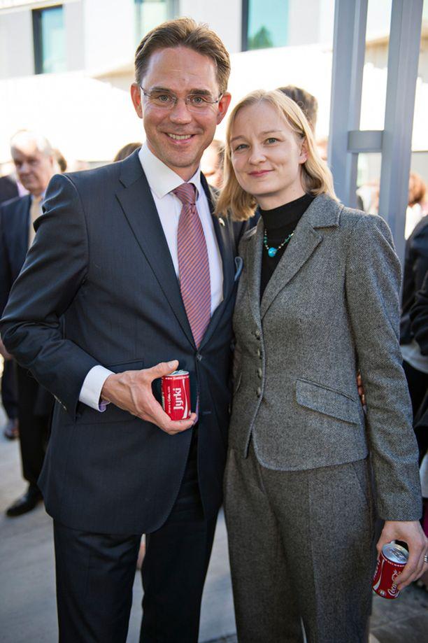 Jyrki Katainen edusti tiistaina Yhdysvaltojen itsenäisyyden 238. vuosipäivänä USA:n suurlähetystössä vaimonsa Mervi Kataisen kanssa.