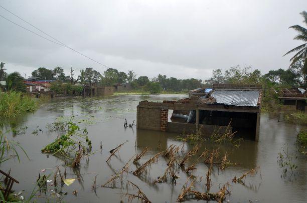 Dondon kylä hautautui veden alle.