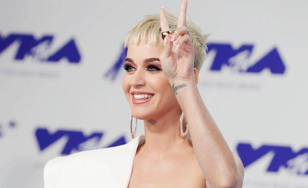 Katy Perry kumosi salaliittoteoriat.