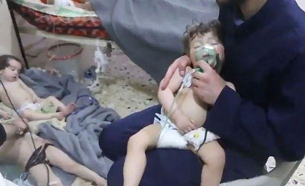 Syyrian epäillään käyttäneen kemiallisia aseita viime viikonloppuna, mikä on yksi merkki maan tilanteen jatkuvasta heikkenemisestä.